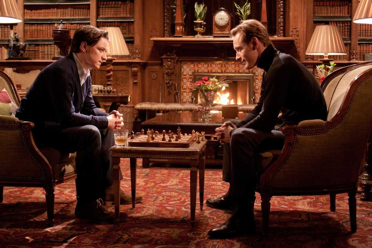 (l to r) Charles Xavier (James McAvoy) and Erik Lensherr (Michael Fassbender) meet over a game of chess in X: First Class (2011)