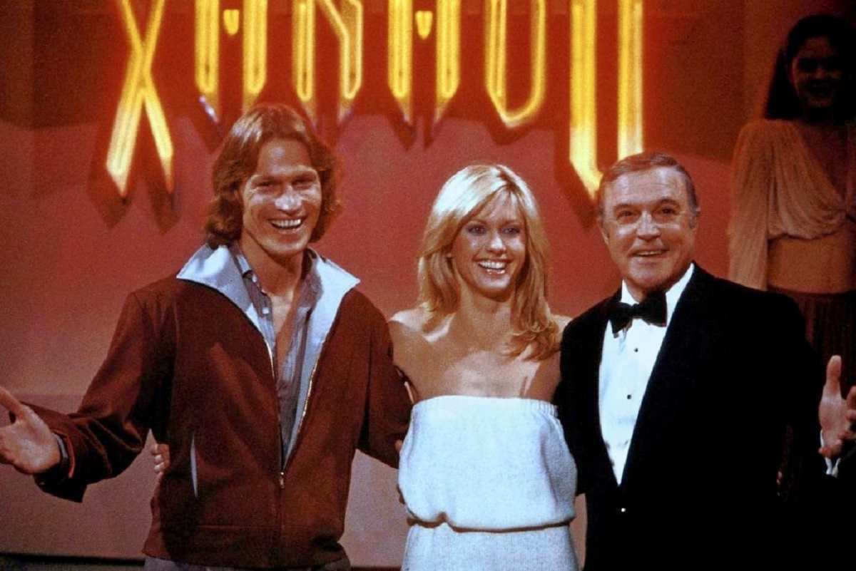 (l to r) Michael Beck, Olivia Newton-John and Gene Kelly at the opening of the Xanadu in Xanadu (1980)