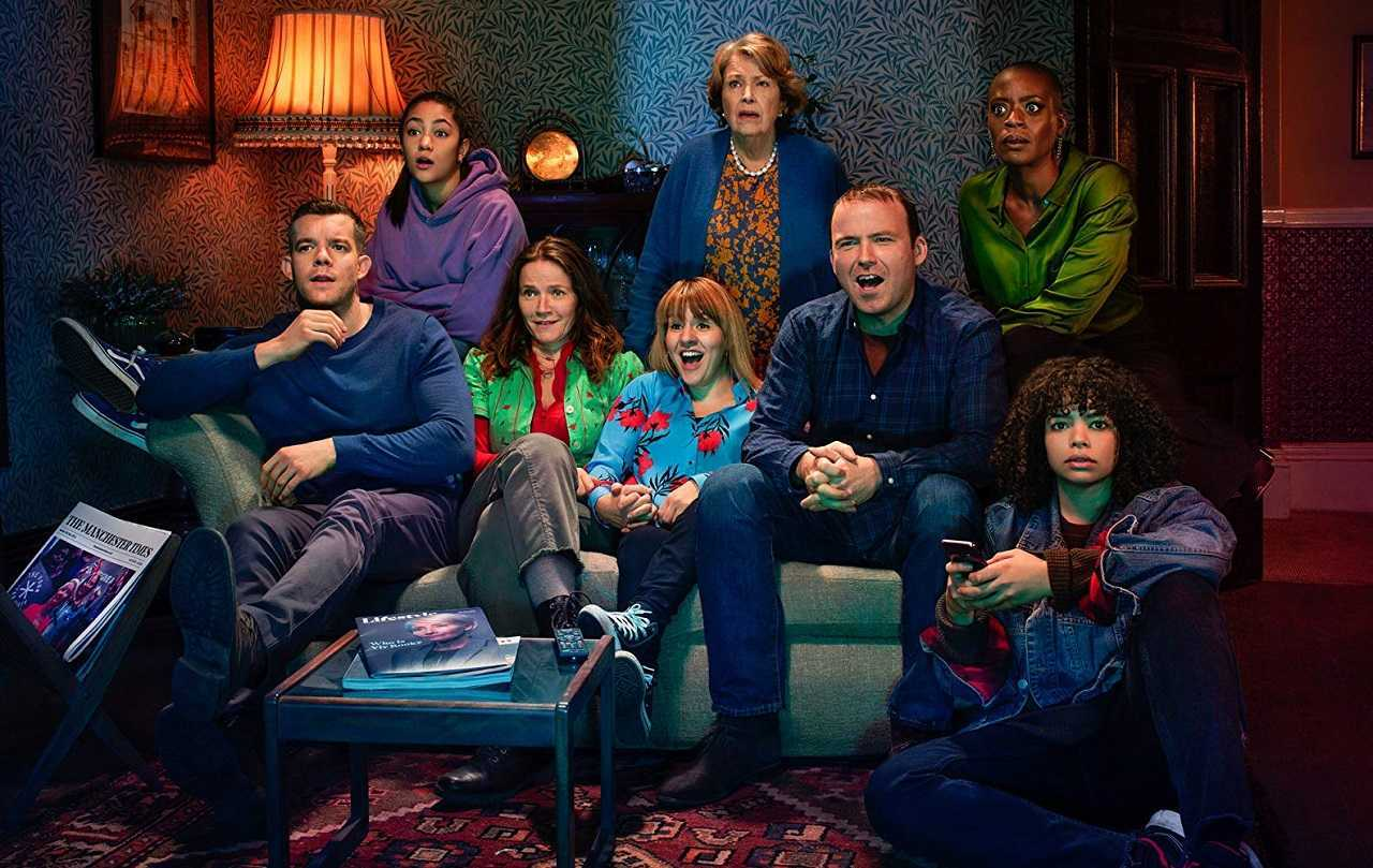 The Lyons Family - Daniel (Russell Tovey), Edith (Jessica Hynes), Rosie (Ruth Madeley), Stephen (Rory Kinnear), Bethany (Lydia West), Ruby (Jade Alleyne), Muriel (Anne Reid) and Celeste (T'Nia Miller) in Years and Years (2019)