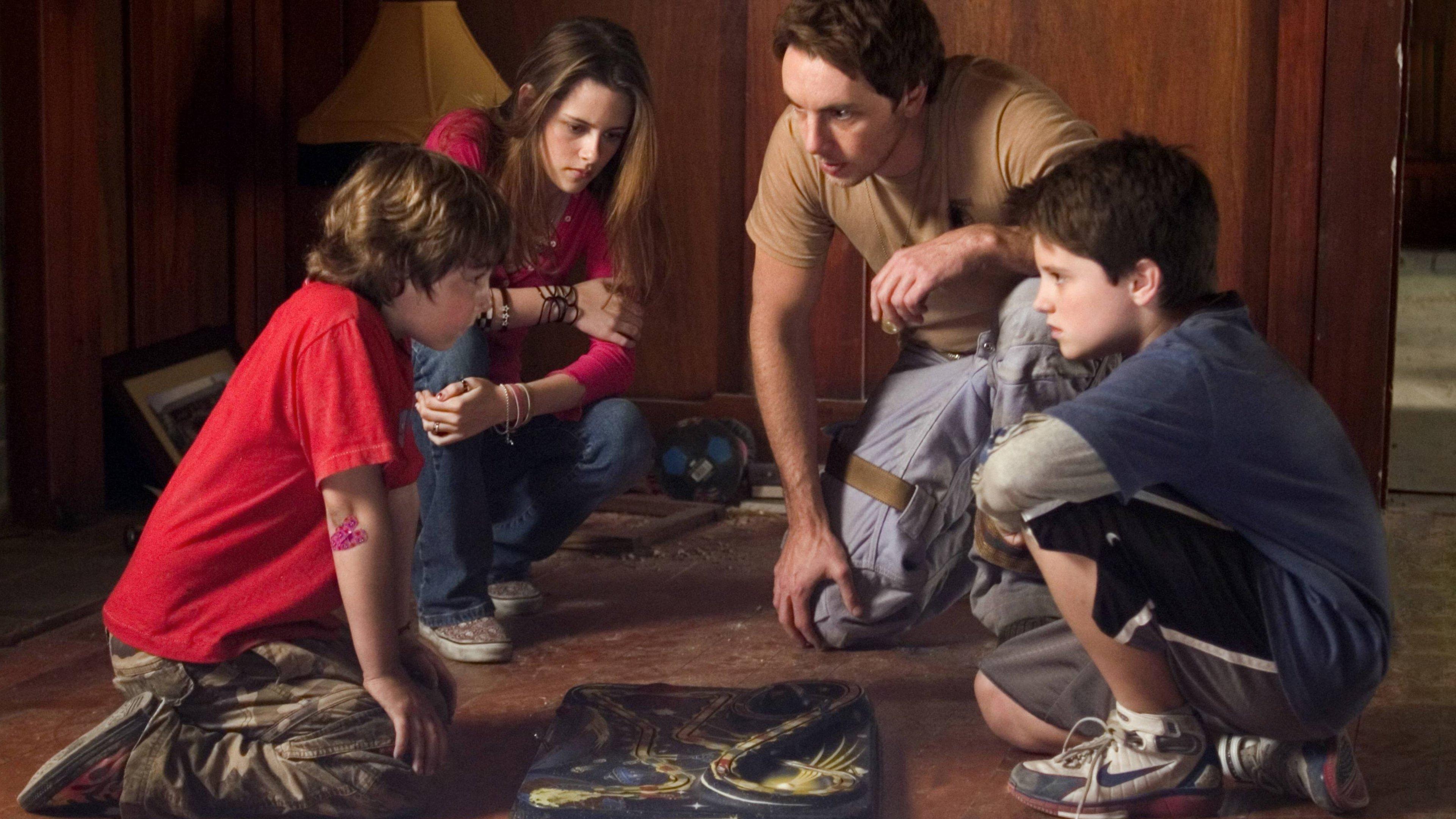 (l to r) Jonah Bobo, Kristen Stewart, Dax Shepard and Jush Hutcherson set down to play Zathura: A Space Adventure (2005)