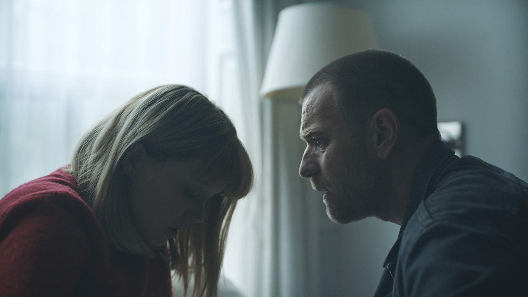 Romance between android and creator (Lea Seydoux and Ewan McGregor) in Zoe (2018)