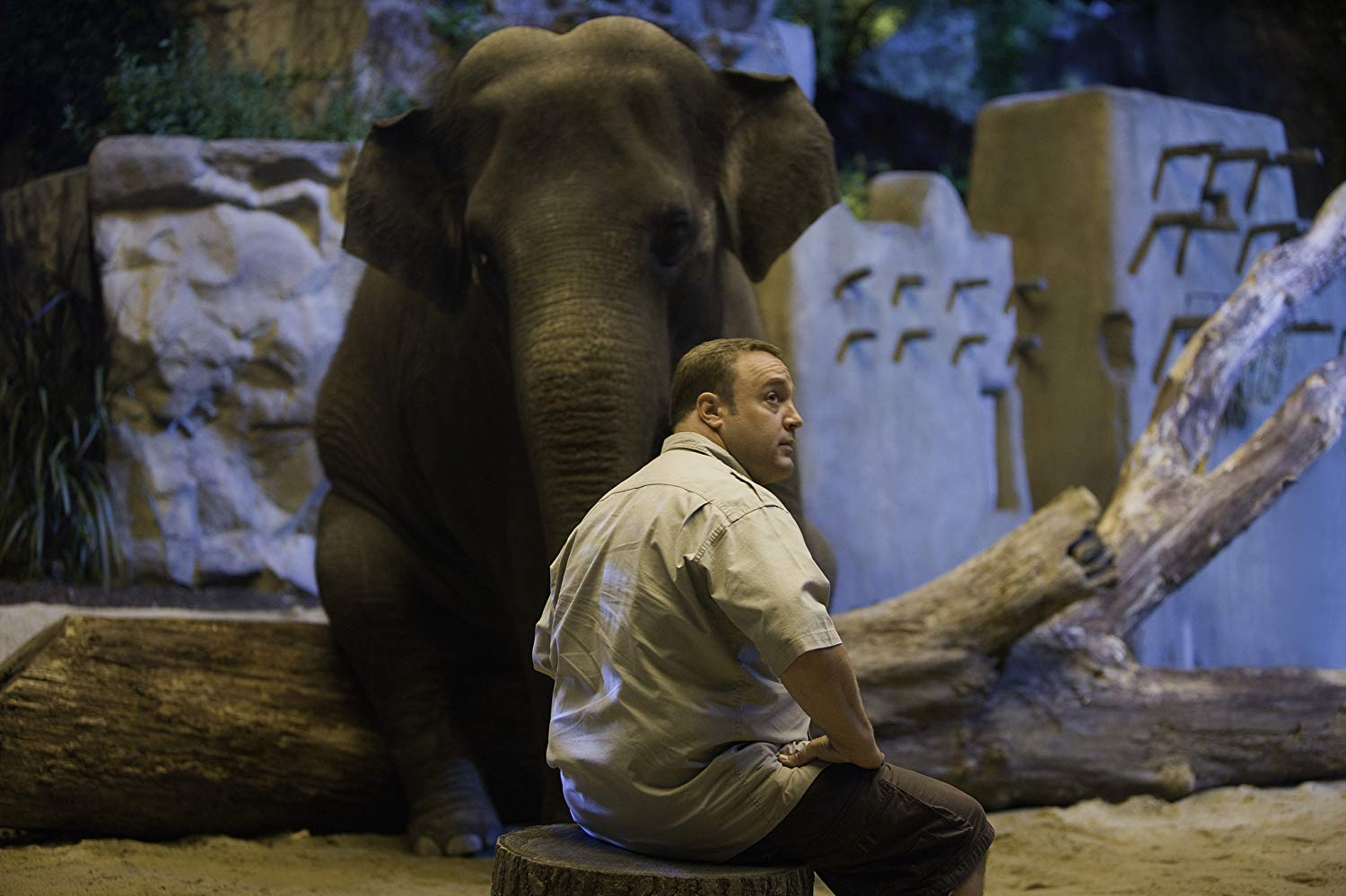 Kevin James seeks romantic advice from Barry the Elephant in Zookeeper (2011)