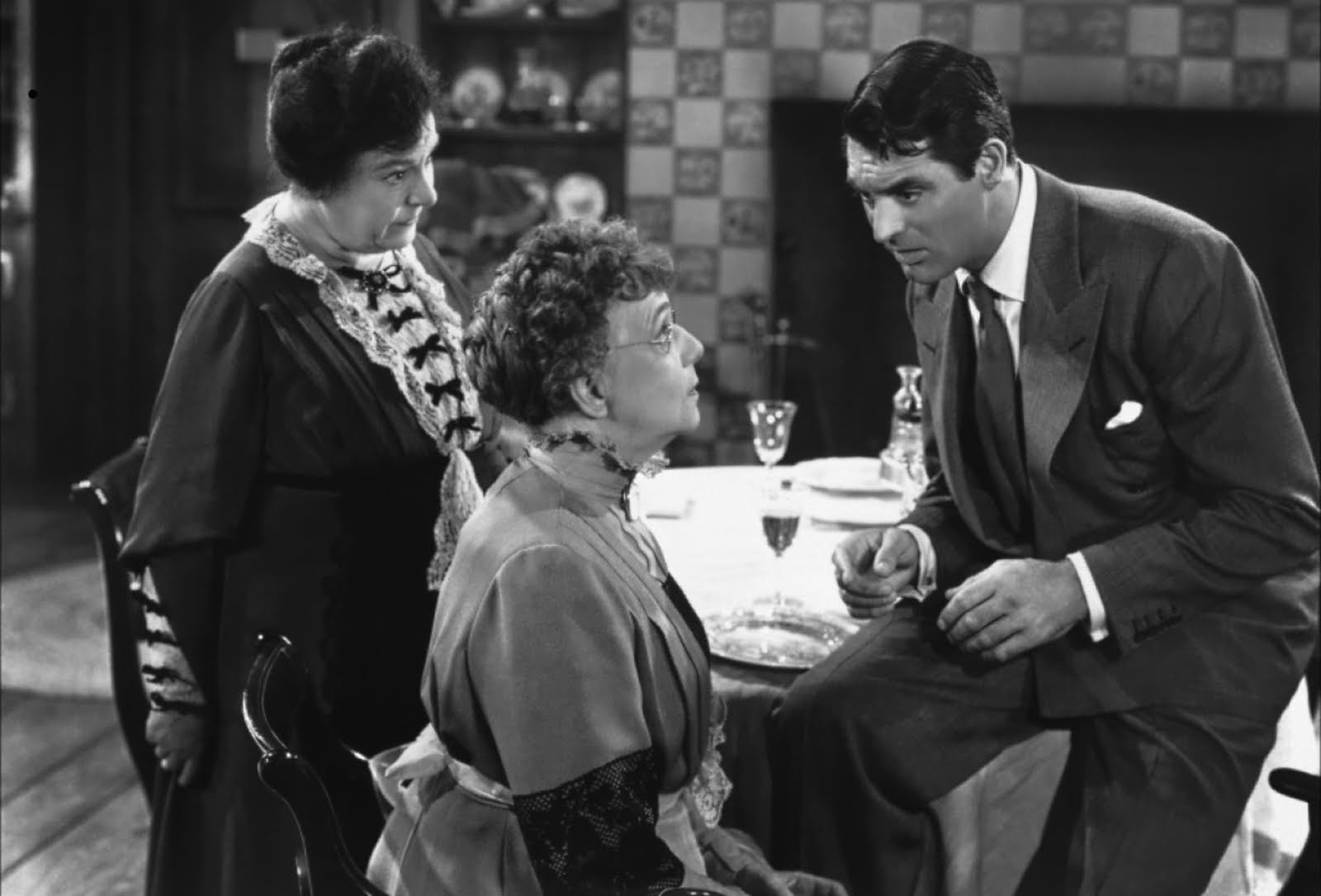 Cary Grant with his two murderous aunts Martha (Jean Adair)         (l) and Abby (Josephine Hull) (c) in Arsenic and Old Lace         (1944)